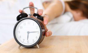 เลื่อนนาฬิกาปลุกตอนเช้า ไม่ดีต่อสุขภาพ ภัยเงียบต้องบอกต่อ